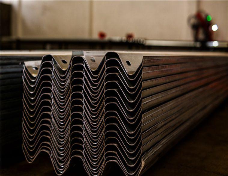 高速护栏板的重要意义 护栏板的作用和用途
