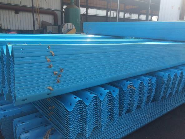 镀锌波形护栏板之防撞等级介绍及保护层的保护原理