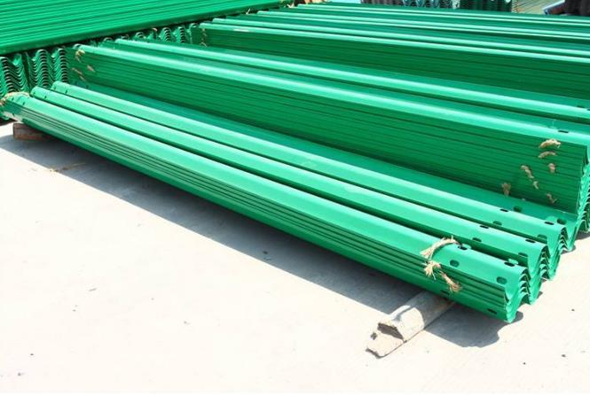 波形护栏板防撞板的安装方法