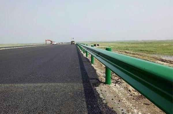 论波形护栏板等交通设施对高速公路的重要作用