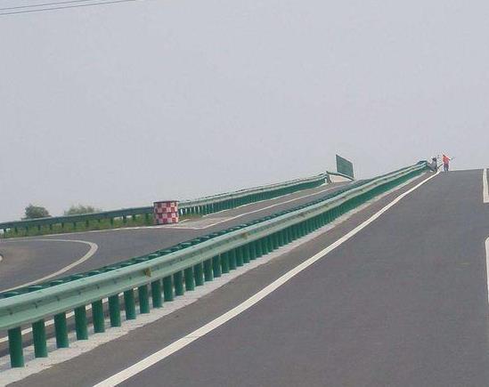 帮助大家从新了解认知一下高速公路交通波形护栏