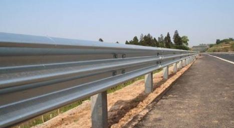 波形梁护栏一米多少钱,公路双波护栏板多少钱一米