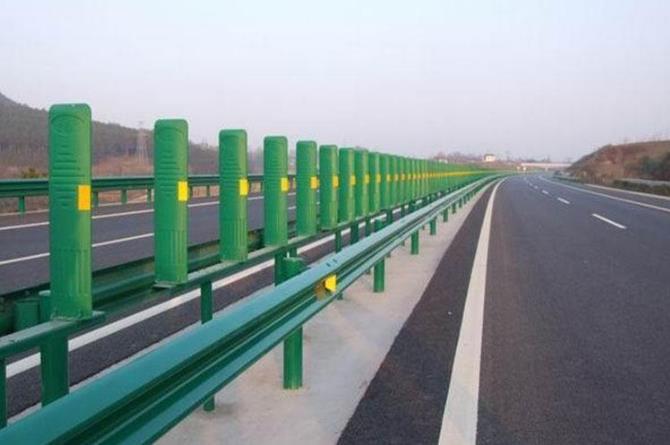 高速护栏板(高速防撞墙)等公路交通设备的普及知识