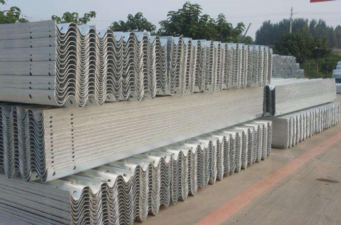 波形护栏板损坏的主要原因是什么呢?