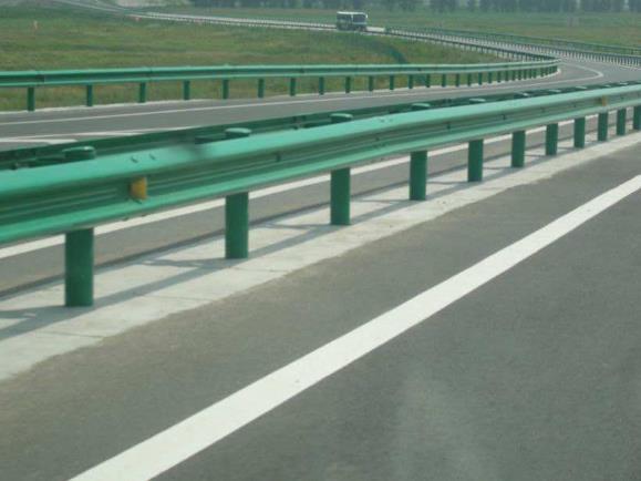为了司机安全,高速公路波形护栏安全性能标准是什么