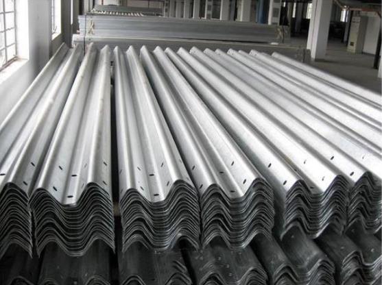 高速护栏板的出产流程注意事项