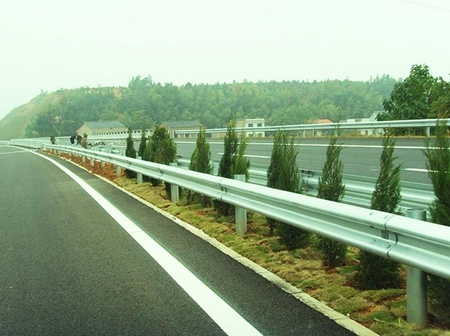 高速护栏板为什么要选择生产厂家去购买?