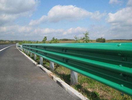 高速护栏板的构成及存在的主要形式